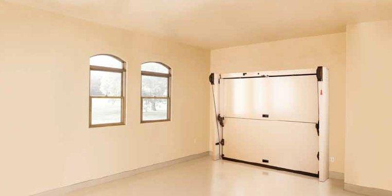 דלת למוסך של חברת OVERLAP